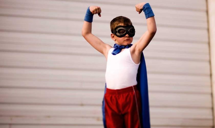 bimbo superman sicuro